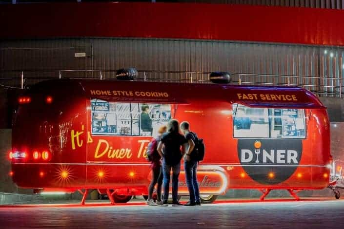 second date ideas - Dine at a food truck