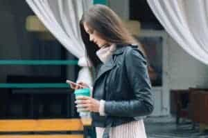 Good Questions to Ask a Girl Over Text - featured