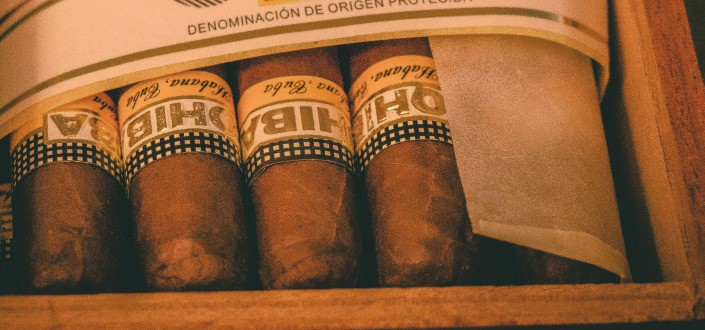 best cigar of the month club - Cigar Subscription Boxes vs Cigar of the Month Clubs Whats the Difference