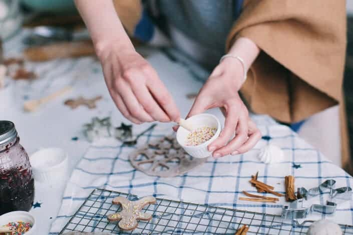 57 Fun Hobbies for Couples- cake decorating
