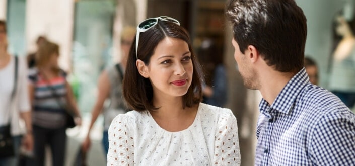 11 Amazing Tricks To Use Your Body Language To Instantly Attract Women - Side Up