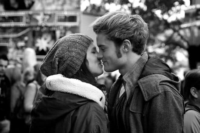 23 Uncomplicated Tips on How to Kiss a Girl-main