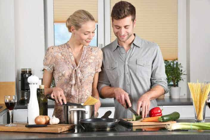 Newlywed-Game-Questions-What-Was-The-First-Meal-That-Your-Spouse-Ever-Cooked-For-You-Was-It-Good3