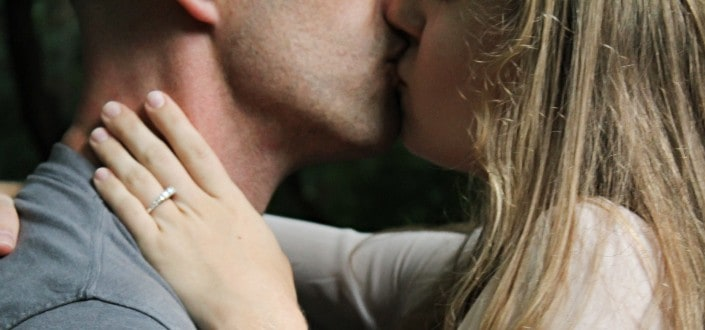 How to get a girl to kiss you - Kiss and Make out