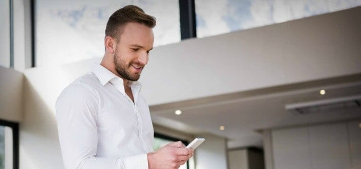 10 Confident Body Language Tricks Every Guy Should Do TODAY - The Phone Challenge