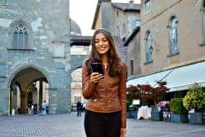 How to Tell if a Girl Likes You Over Text in 7 Easy steps-Know When to Go For it - main