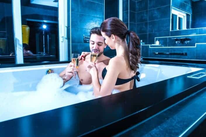 75 Anniversary Date Ideas - Take A Bubble Bath
