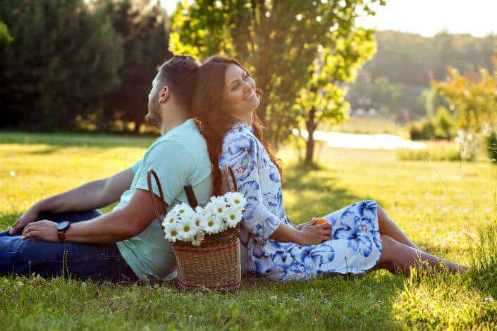 date ideas - backyard picnic