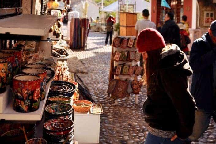 flea market Unsplash/Pika Žvan