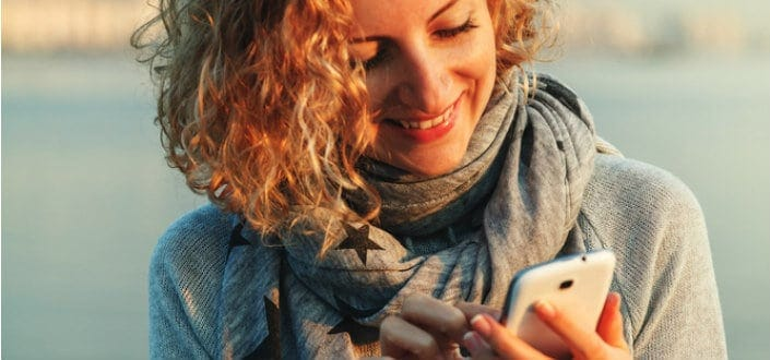 How to Text a Girl: 26 Expert Tips to Texting a Girl You