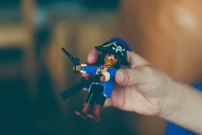 corny jokes-How do pirates prefer to communicate_ Aye to aye!