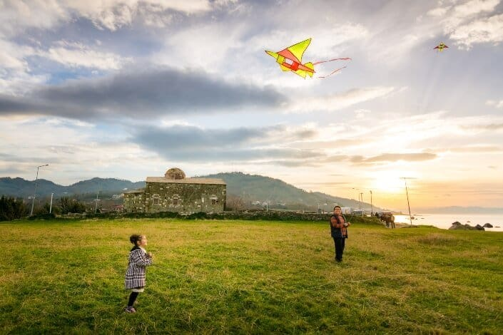 birthday ideas for wife-Fly a kite.