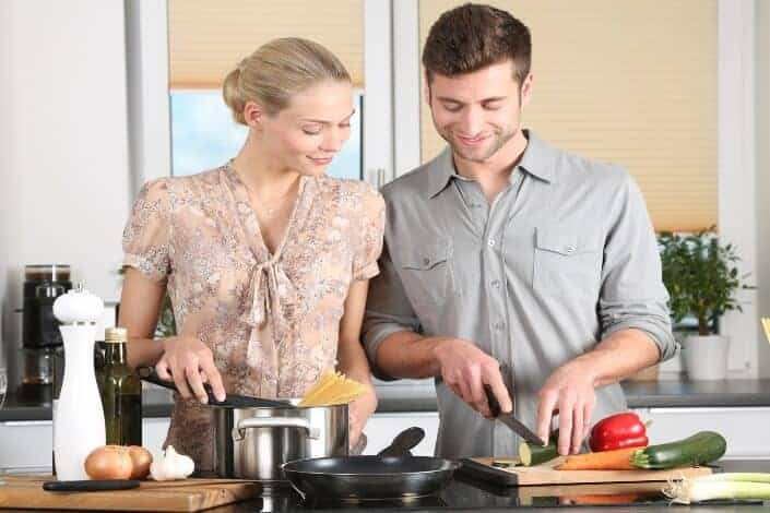 birthday ideas for wife-Treat her to a cooking class