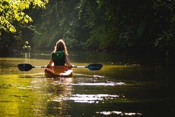 adventurous date ideas-kayaking