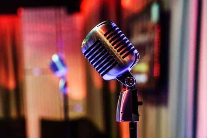 Free date ideas-karaoke night