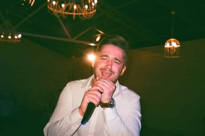 Fun date ideas-5. Hit Up A Karaoke Bar