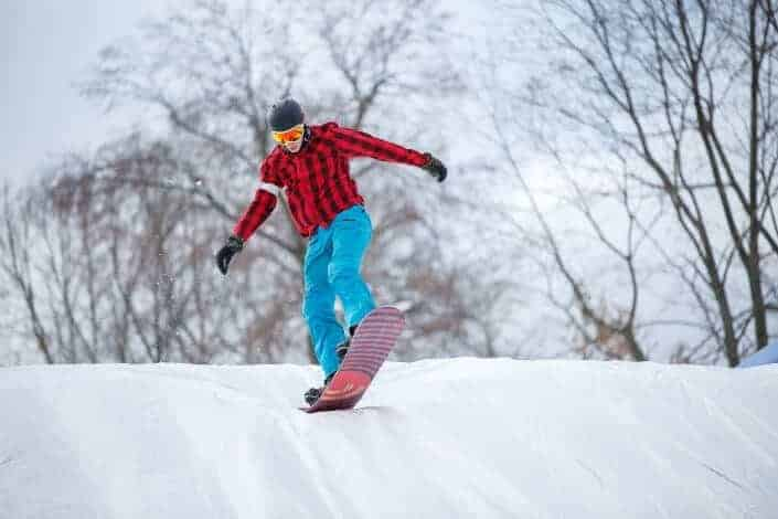 winter date ideas-snow boarding