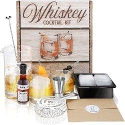 Small manly Gift Ideas - Whiskey Cocktail Kit (1)