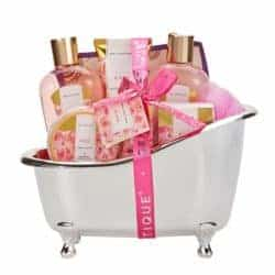 cool gifts - Rose Gift Baskets for Women