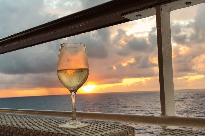 romantic things to do for your girlfriend - Go on a sunset dinner cruise