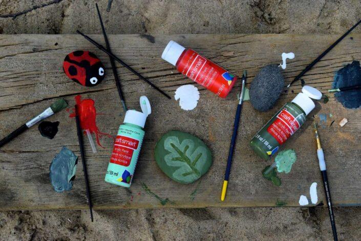 painting-rocks-on-the-beach-stockpack-unsplash.jpg