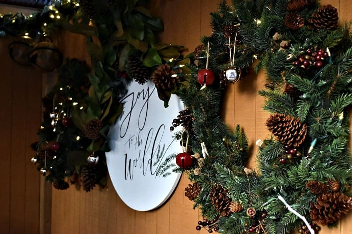 Fun Trivia Questions - What traditional Christmas decoration is a parasitic plant
