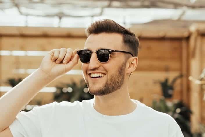 Low maintenance mens short haircuts - Short quiff
