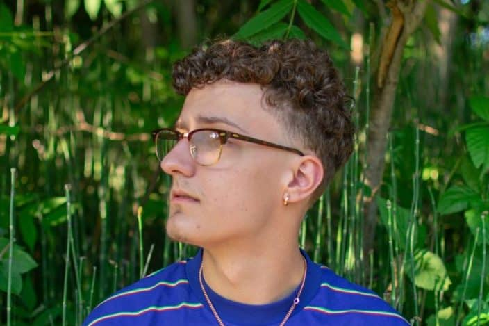 Low maintenance mens short haircuts - Fine curls mid vivid face