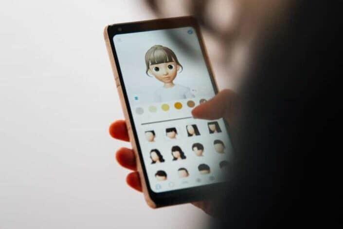 Creating an avatar using a smartphone