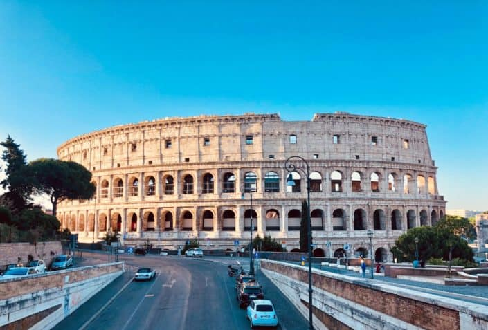 Which English director was responsible for the epic movie Gladiator in 2000?.jpg