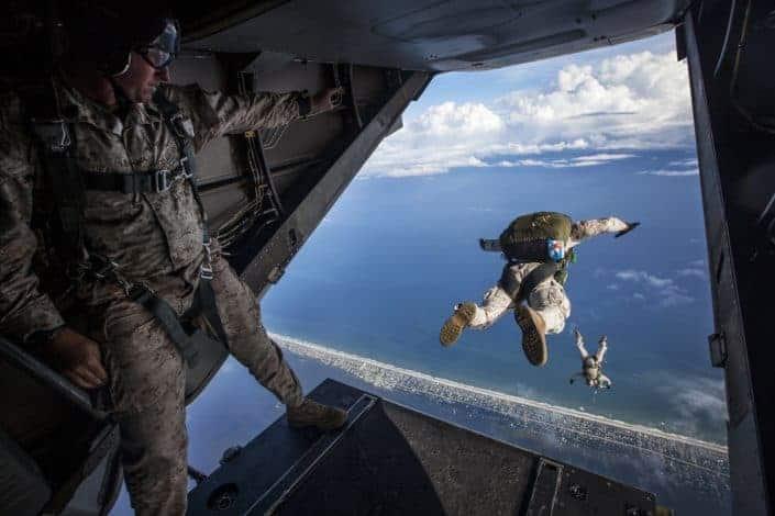 Adventurous date ideas - Go skydiving