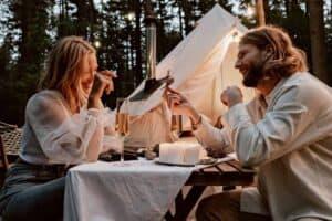 First date conversation starters - Featured
