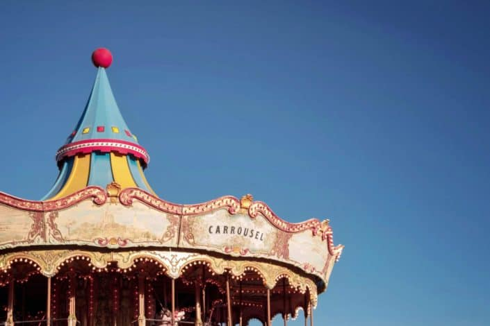 What is the oldest attractions in Disneyland which dates back to 1922?The King Arthur Carrousel.jpg