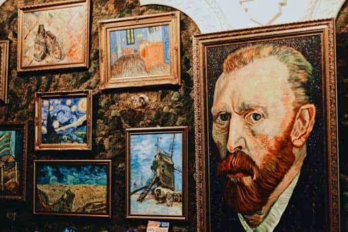 How many paintings did Vincent Van Gogh sell during his lifetime? 1.jpg