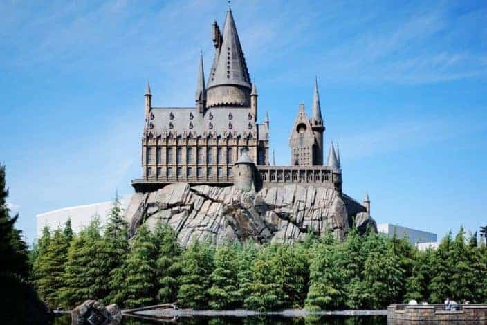Would you rather live in the Harry Potter world or the Twilight world?.jpg