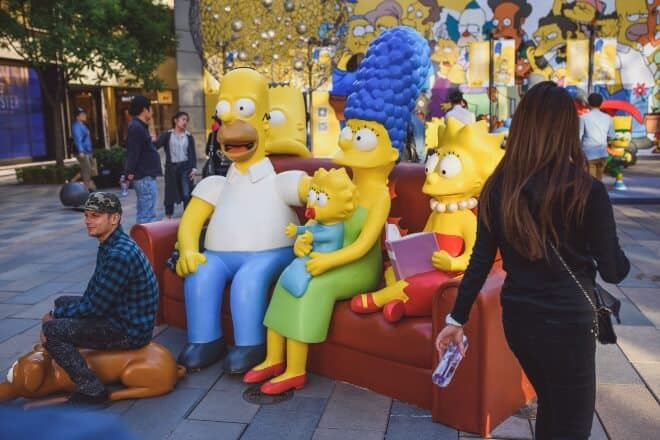 Man posing with Simpsons statue - Simpsons Trivia