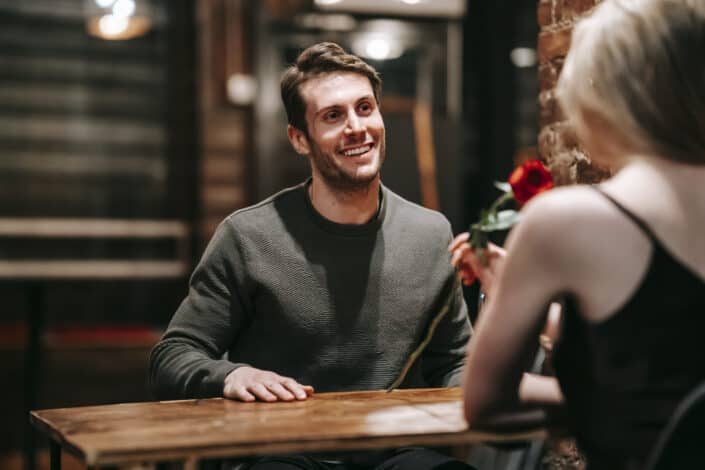 Man smiling to a girl