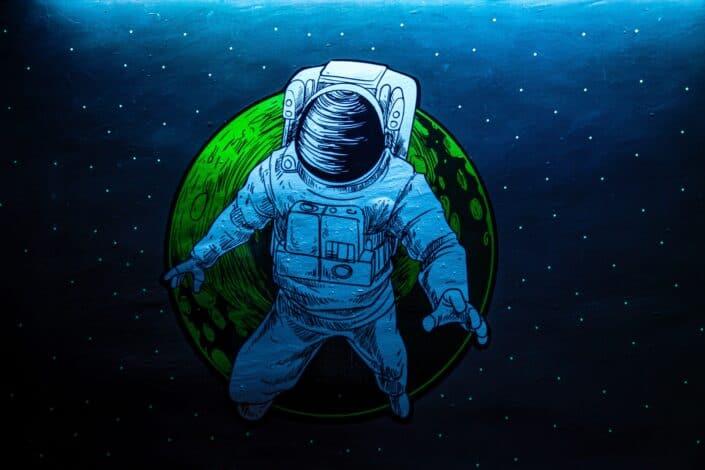 A cartoon drawing of an astronaut